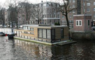 Woonboot III in de Amstel